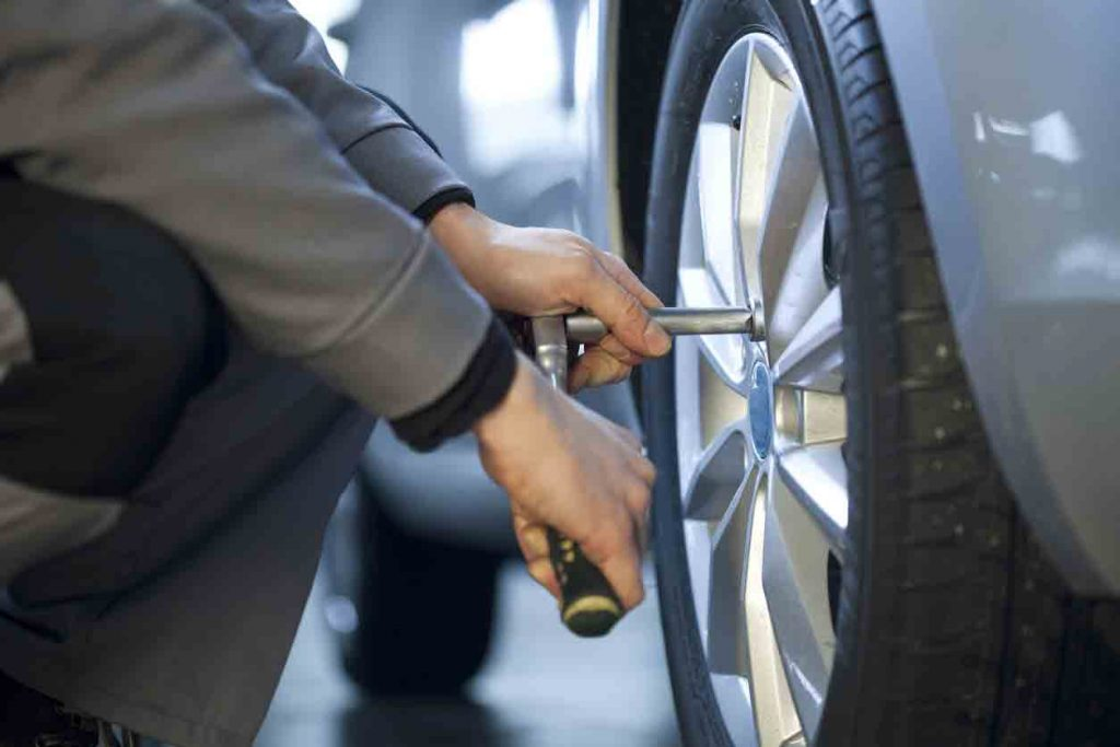 araba lastiği değiştirme